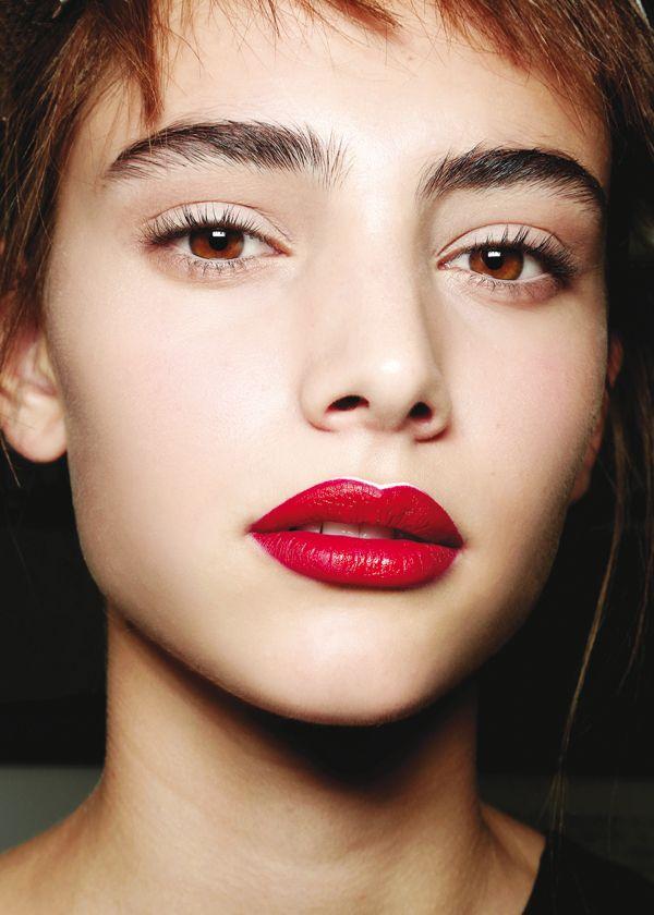 Red-hot lips at Prada / Les lèvres carmin de Prada