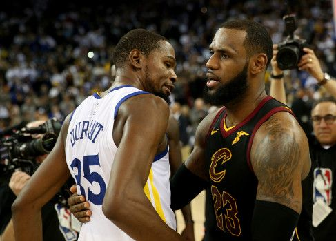 Golden State Warriors' Kevin Durant (35) is congratulated by Cleveland Cavaliers' LeBron James (23) after the Warriors beat the Cavaliers 99-92 in their NBA game at Oracle Arena in Oakland, Calif., on Monday, Dec. 25, 2017. (Jane Tyska/Bay Area News Group)