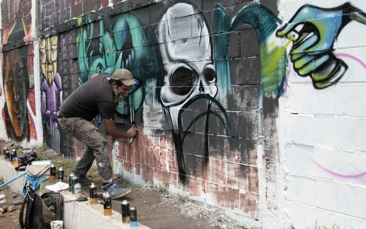 Faro Tlahuac El Faro Tlahuac abrió sus muros para hacer pintas con motivo de la segunda edición de Planeta Graff Planeta Rock, en honor al grabador José Guadalupe Posada.  Cada participante de Planeta Graff Planeta Rock realizó su proyecto para expresarlo en los muros del Faro Tlahuac.  Foto: Abril Cabrera A.