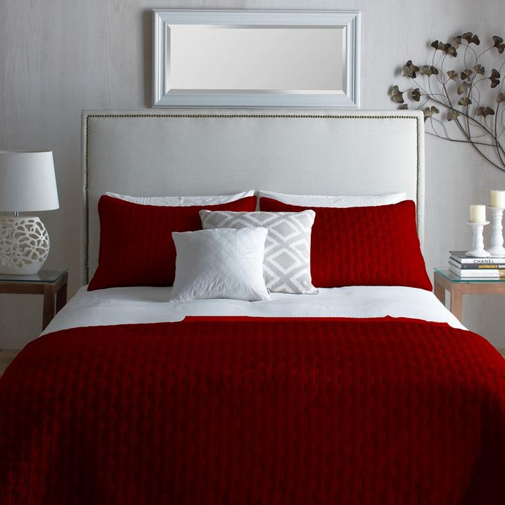 les 25 meilleures id es de la cat gorie couvre lit rouge sur pinterest ensembles de literie. Black Bedroom Furniture Sets. Home Design Ideas