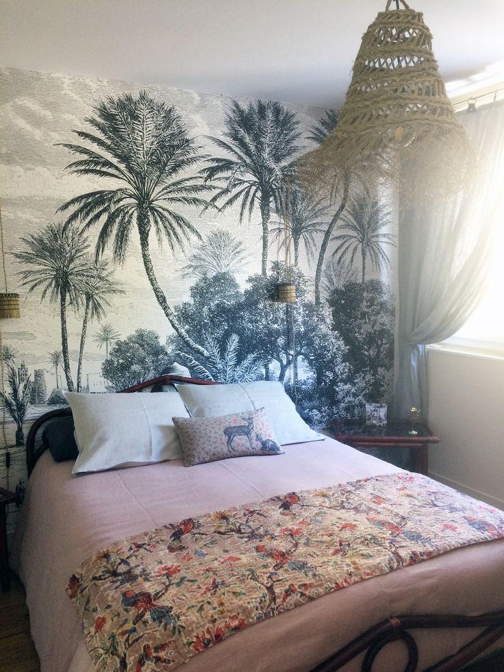 Papier peint panoramique tropical Oasis des Dominotiers en tête de lit dans une chambre en 2020 ...