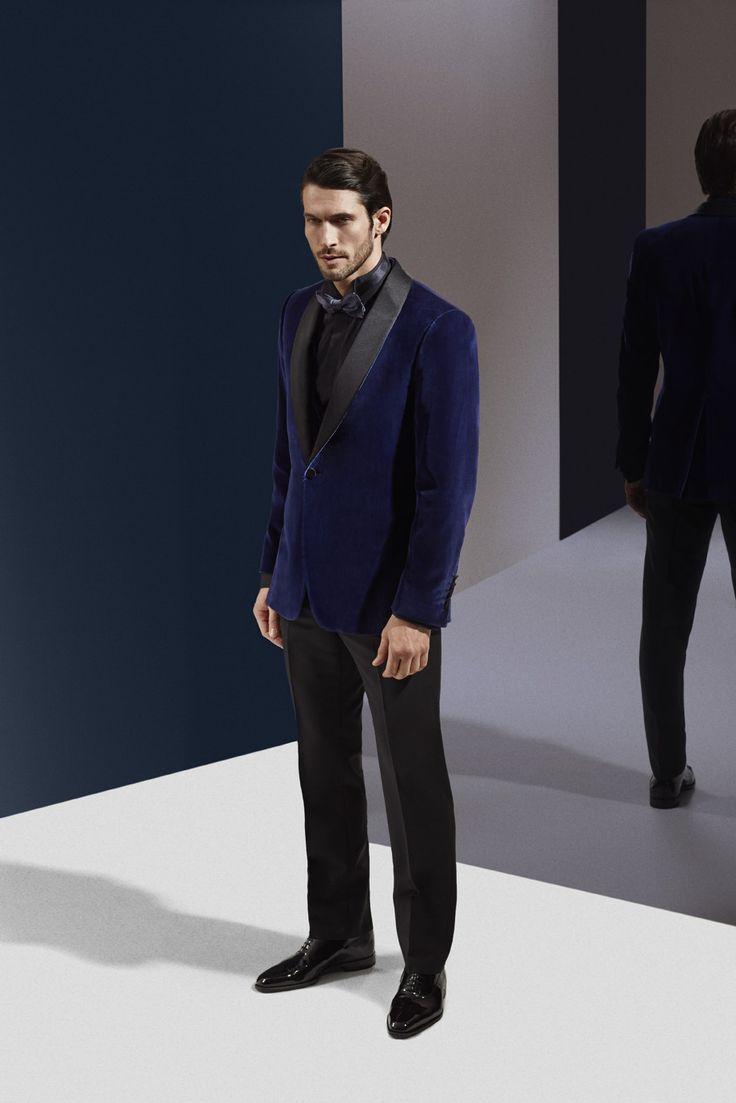 Veste de smoking revisitée en velours bleu nuit avec un col châle en satin noir Photographe : Alexis Armanet Mannequin : Alban Rassier