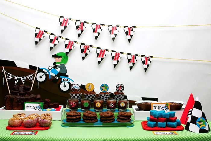 motorcross madness guest dessert feature dirt bike party motocross and birthdays. Black Bedroom Furniture Sets. Home Design Ideas