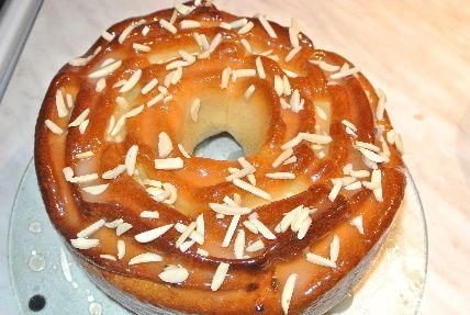 Těsto: 350 g hrubé mouky 125 ml mléka 25 g droždí 40 g cukru 50 g másla 1 vejce špetka soli 1 kávová lžička ci...