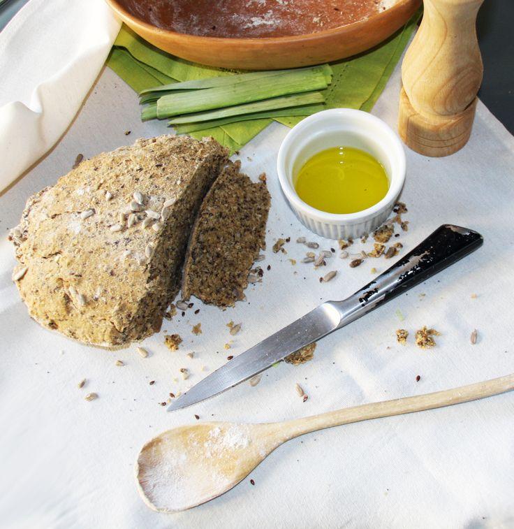 Como hacer pan casero la receta aqui: http://www.miobio.cl/productos/molinos-de-harina/recetas/