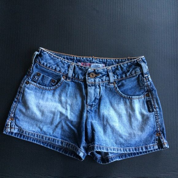 Silver shorts from the Buckle Great condition! Silver Jeans Shorts Jean Shorts