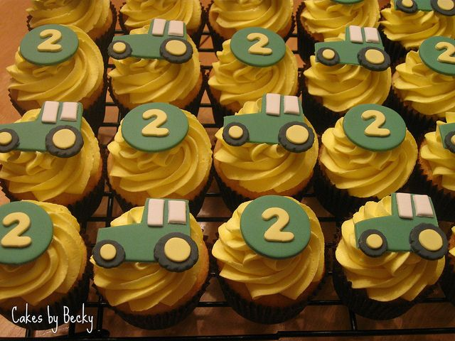 cute tractor cupcakes