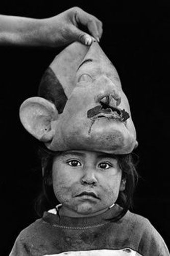 Mexican Photographer- Graciela Iturbide. S)