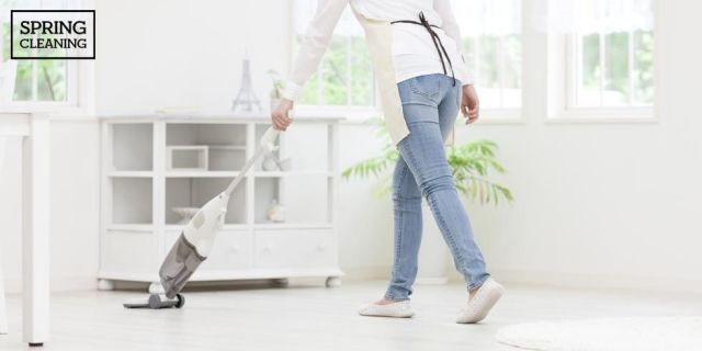 8 Things Pro Cleaners Do in Their Homes Every Day