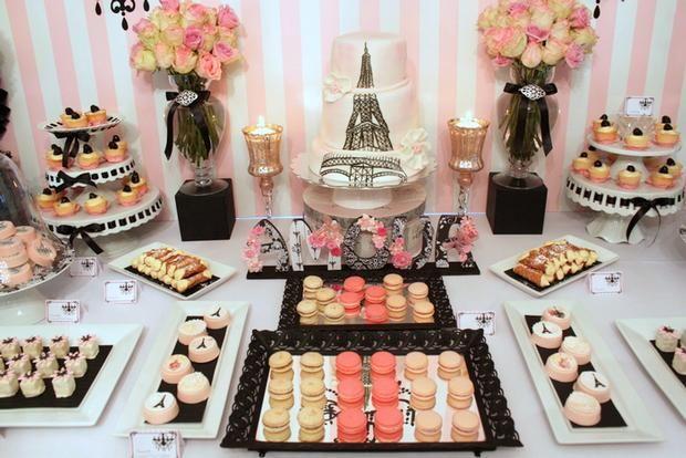 Una mesa de dulces para una fiesta Paris, en tonos rosa y negro / A pink and black sweet table for a Paris party