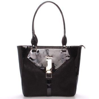 #Delami #novinka_2017  Elegantní polo-lakovaná dámská kabelka v luxusní černé barvě. Kabelka na každodenní nošení třeba do práce. Perfektně padne na rameno i s bundou, má pevný tvar a zespodu ochranné cvočky. Uvnitř je dělený prostor s postranními kapsičkami.