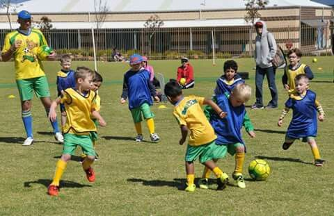 An excellent day to end BrazRoos Winter Soccer!!!  We are so so proud of all our BrazRoosians and the skills they have developped during this term.