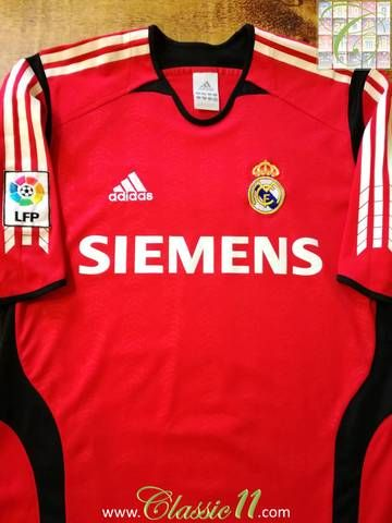 Official Adidas Real Madrid goalkeeper football shirt from the 2005/2006 season. Complete with La Liga patch on the sleeve.