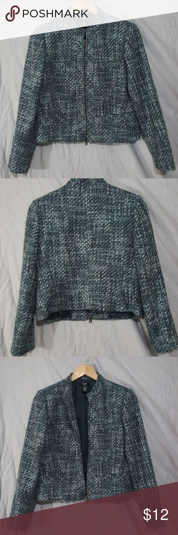Alfani Tweed teal zip up blazer Size 8 Petite tweed blazer by Alfani. It is in good condition, zips up the front with faux front pockets. Alfani Jackets & Coats Blazers