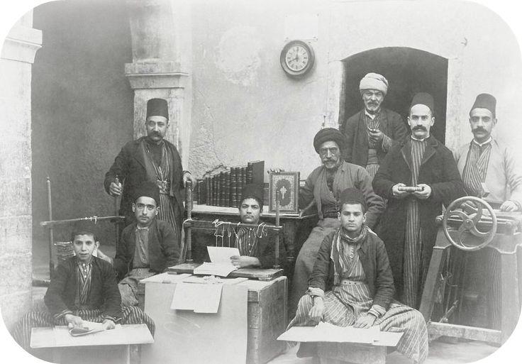 A Bookbinding Workshop in #Mosul, Iraq, c1890 (#Musul'da Bir Kitap Ciltleme Atölyesi, Irak) Fd5IrB6FlxFd5IrB6Flx  http://www.muhteva.com/a-bookbinding-workshop-in-mosul-iraq-c1890-musulda-bir-kitap-ciltleme-atoly/