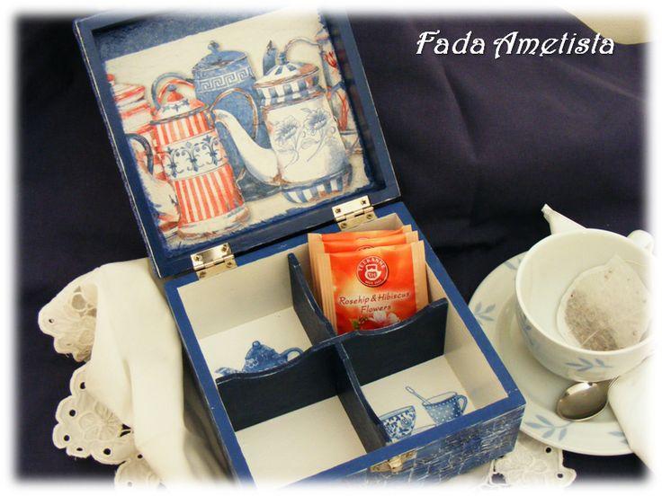 Caixa em Madeira para chá - Decoupage. https://www.facebook.com/FadaAmetista/photos/a.1592364754414325.1073741841.1589593488024785/1592364764414324/?type=3&theater