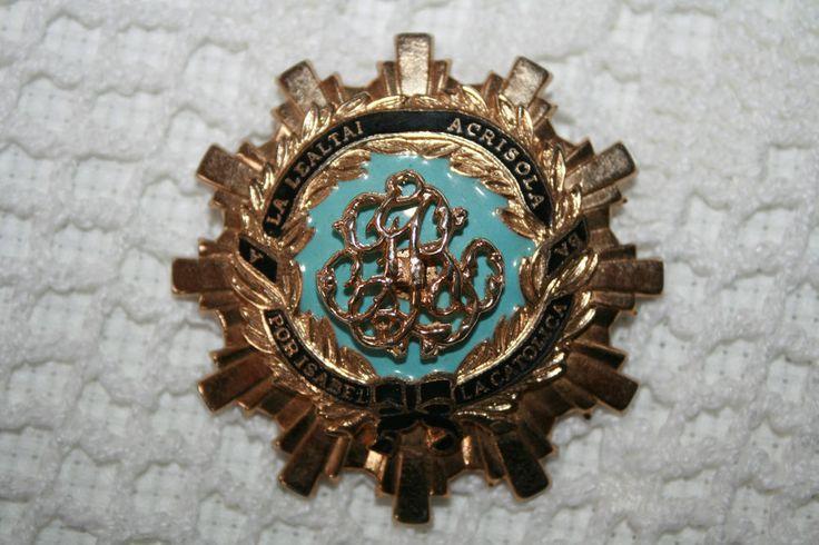 Vntg Religious Pin Brooch Coro La Lealtai Acrisola Por Isabel Blue/Gold Tone