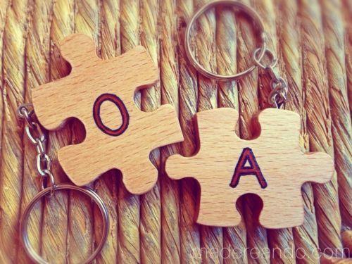 Llaveros-de-puzzle-para-parejas-en-madera