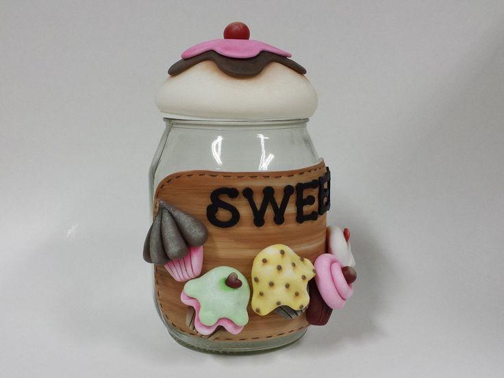 Pote de vidro com capacidade para 1,3L decorado com biscuit country.  Frete por conta do comprador.