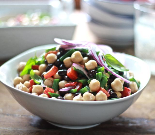 The perfect Side Dish - Fast 3 Bean Salad from Sixsistersstuff.com #sidedish #beans