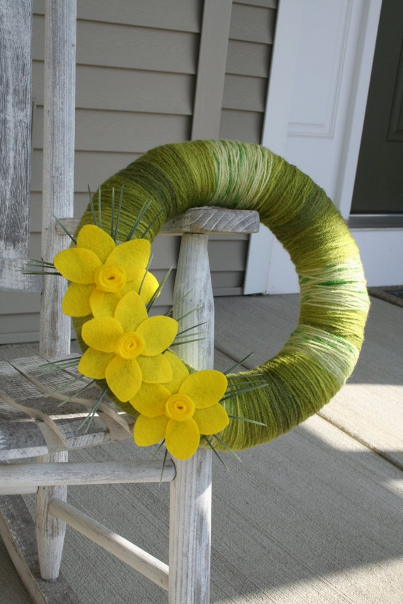Spring Yarn Wreath by LizzyDesigns on Etsy, felt daffodil~I could make this! Made it, added little white felt daisies with yellow pin centers, love it! Cost to make: less than $10
