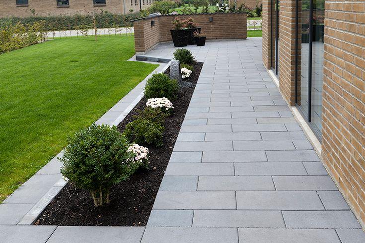 Modulfliser er betonfliser i mange størrelser. Betonfliserne kan bruges overalt i udemiljøet - fx til terrasse, indkørsel, gangarealer og parkeringspladser.