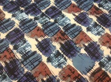 Mooie, vintage stretch stof met lichte glans coating. Geschikt voor strakke rok of jurk, broek of voor bv een kussenhoes