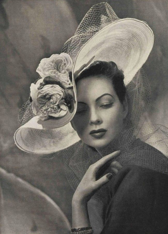 L'Officiel, 1947.  Фотограф: Филипп Потье.  Hat Мод ET Nano