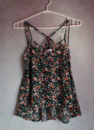 Kup mój przedmiot na #vintedpl http://www.vinted.pl/damska-odziez/koszulki-na-ramiaczkach-koszulki-bez-rekawow/12050841-czarna-bluzeczka-w-kwiatki
