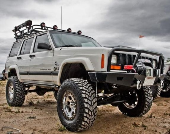 JEEP CHEROKEE  2001  4X4.                    Tammy Carroll