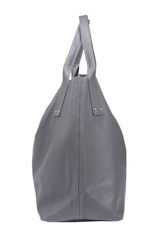 "All in Fancy (fog) Very versatile, simple model that fits everything - summer dress or elegant coat, sporty outfit or evening dress. As all of our bags, made of thick Italian leather. It has solid handles that can bear any weight :) Closed with magnetic lock. According to the motto ""less is more"" its only adornments are silver rivets. http://en.fancyu.pl/"