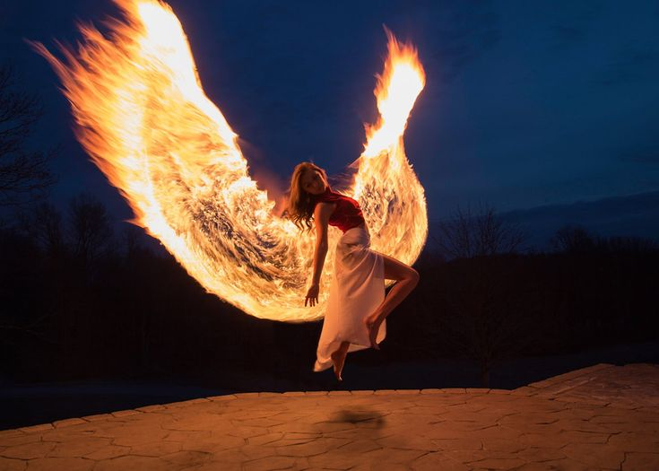 Photographer Shoots Phoenix Wings by Light Painting with Fire