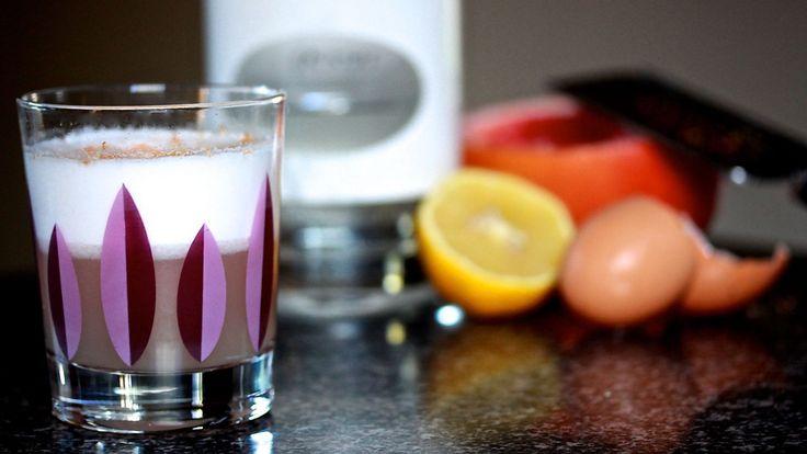 MASTIHA SOUR: This cocktail recipe uses Mastiha, a sweet Greek liqueur. Mixed with Mastiha, pink grapefruit juice, lemon juice and an egg white. Recipe on the blog.