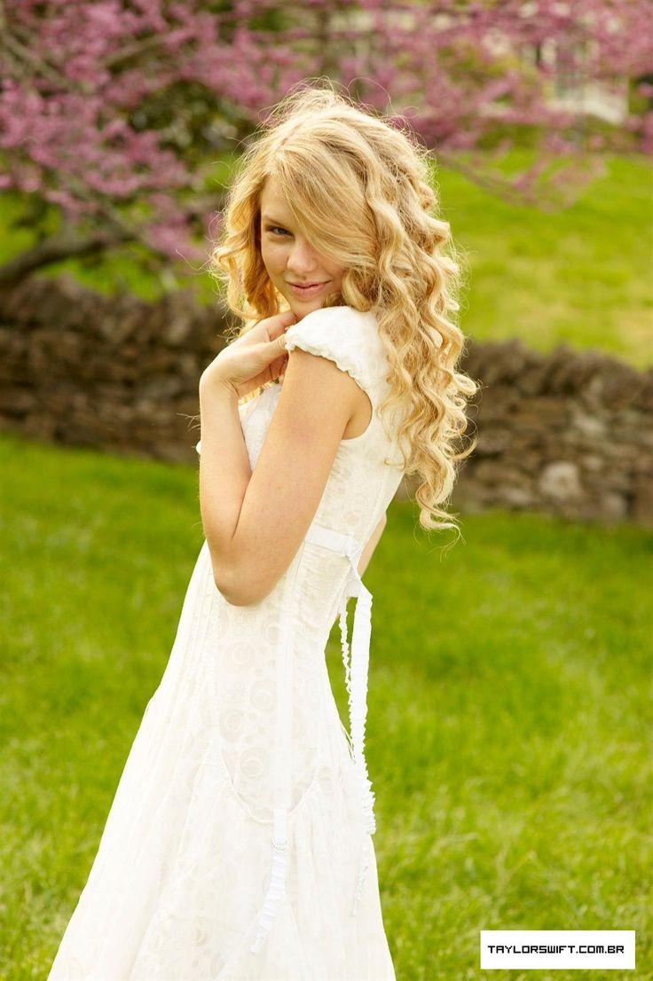 photoshoot idea- white dress and cute background