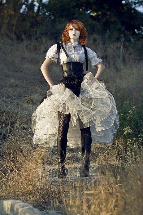 WONDERLAND - Love the tulle crinoline