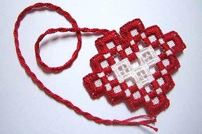 Signet en forme de coeur en broderie norvégienne.