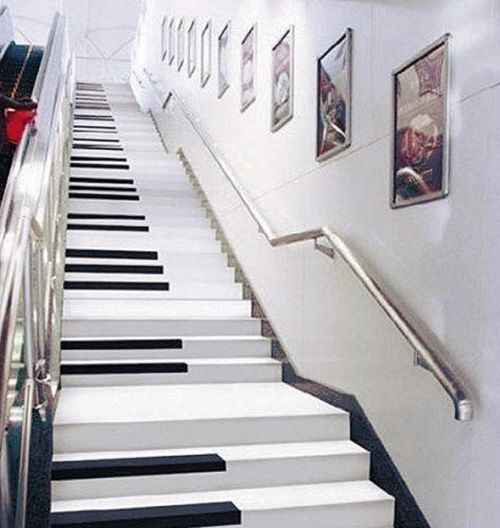 Piano-Treppe in der Metro von Nanjing, China.