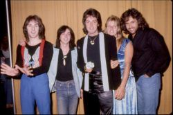 Paul McCartney & Wings — рок-группа, основанная после распада The Beatles в 1971 году просуществовавшая до 1981 года. Несмотря на частые изменения в составе, постоянными участниками были лишь Пол Маккартни, Линда Маккартни, Денни Лэйн. Музыка пользовалась в 1970-х годах стабиль�