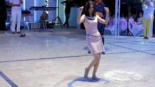 Düğünde Zeybek Oyunu İle Herkesi Kendine Hayran Bırakan Egeli Kız