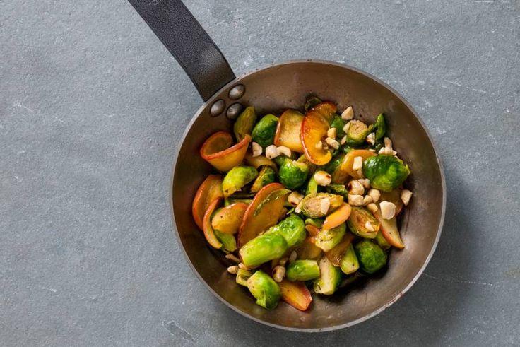 Spruiten met appel en hazelnoten - Recept - Allerhande