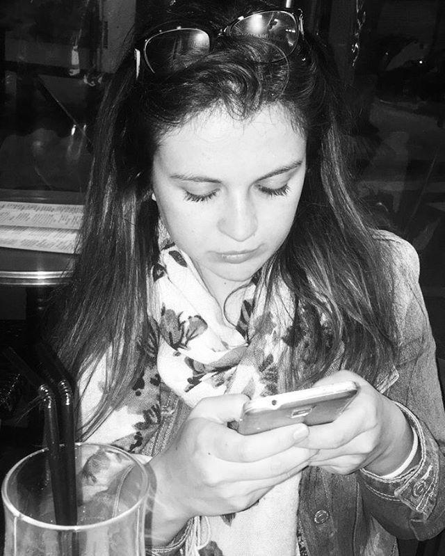 ° Ne regardez pas en arrière. Si Cendrillon avait récupéré sa chaussure, jamais elle ne serait devenue une princesse. ° ♡ #picoftheday#weekend#night#photooftheday#blackandwhite#shot#nice#paris#france#world#beauty#girs#beautiful#dreams#amazing#best#day#moment#happy#life#city#love#friends#instapic#instagood#photo#photography#follow#like4like http://tipsrazzi.com/ipost/1510432407361220582/?code=BT2IkWaAO_m