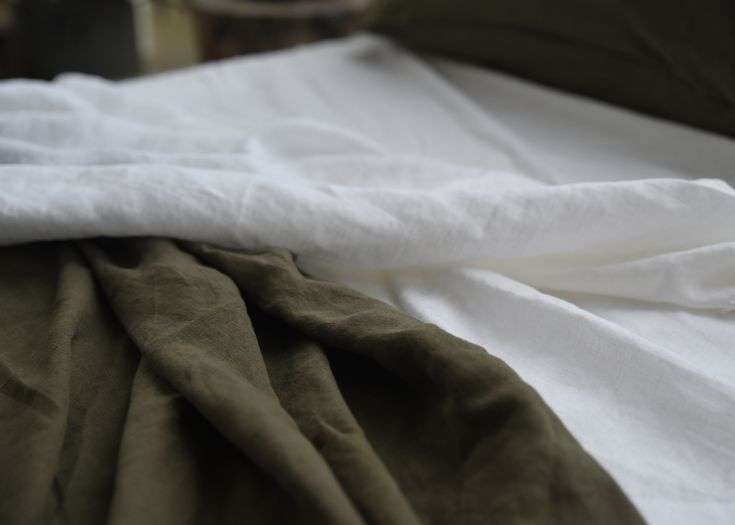 100% Hemp bed linen in Moss and White