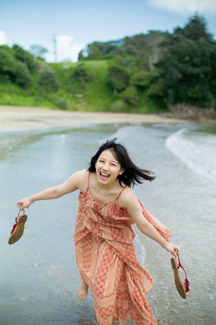 画像2/2) けやき坂46渡邉美穂、水着姿も披露 グループ初の写真集