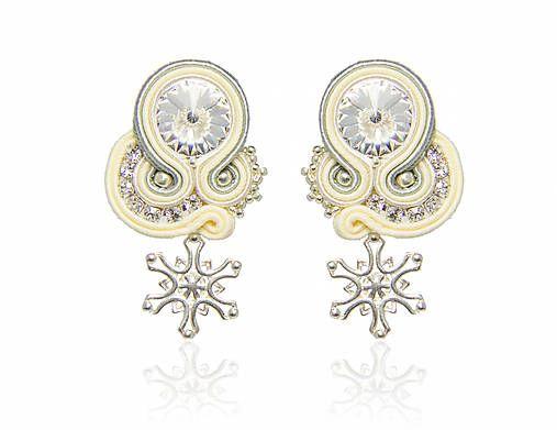 3e9e85257 Elegantné náušnice v kombinácii farieb ivory-šedá. Využiteľné nielen ako  svadobný šperk. Vďaka jednoduchej kombinácii farieb nimi oživíte každodenný  outfit, ...