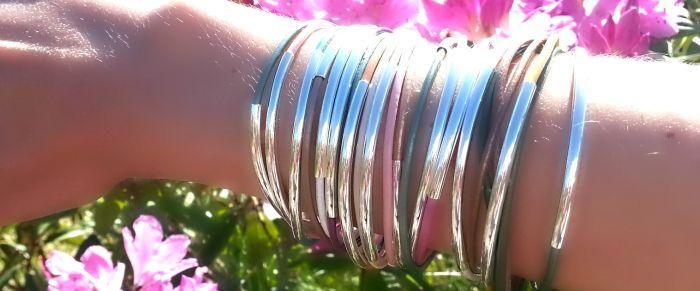 Nydelige lærarmbånd med sølv eller gull detaljer til han eller henne - Det beste fra vårens interiørtrender (bergamott)