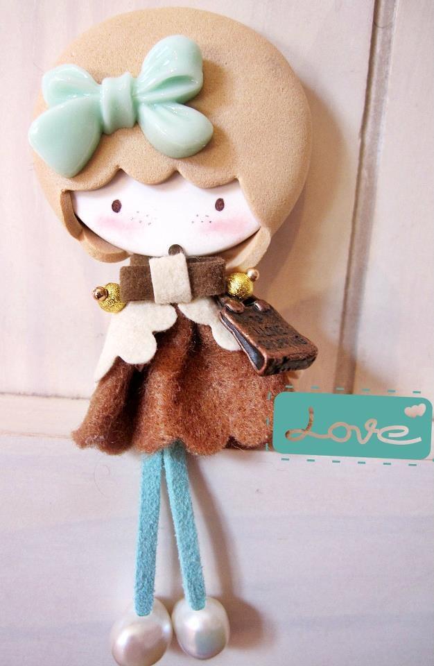 Muñeca broche lolita