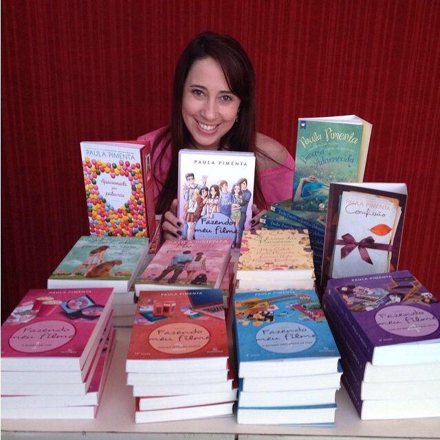 Paula pimenta e alguns de seus livros!