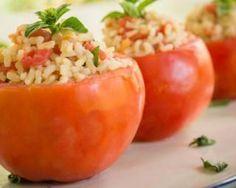 Tomates farcies au riz, mozzarella et coppa : http://www.fourchette-et-bikini.fr/recettes/recettes-minceur/tomates-farcies-au-riz-mozzarella-et-coppa.html