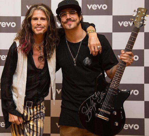 Caio Castro posa com vocalista do Aerosmith e ganha guitarra autografada #Babados, #Bapho, #Baphos, #Boavibe, #Celebridades, #Entretenimento, #Fama, #Famosos, #Famous, #Final, #Fofocas, #Globo, #Instagram, #Prontofalei, #Seguidores, #Seguir, #Televiso, #Tv http://popzone.tv/2017/09/caio-castro-posa-com-vocalista-do-aerosmith-e-ganha-guitarra-autografada.html