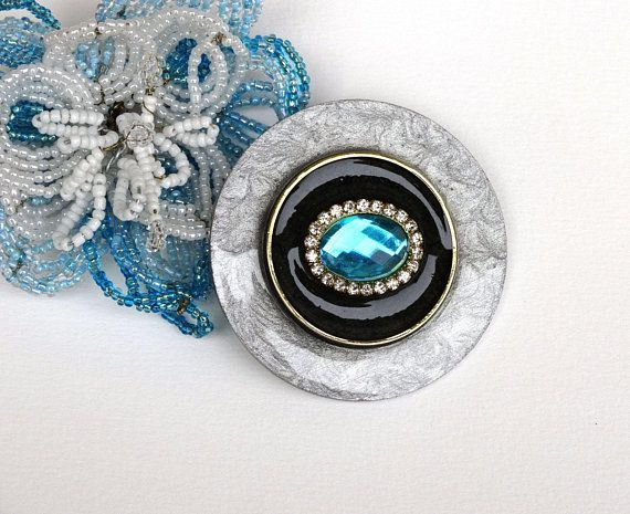 Grande broche ronde grise moirée noire bleue turquoise strass artisanale chic -…